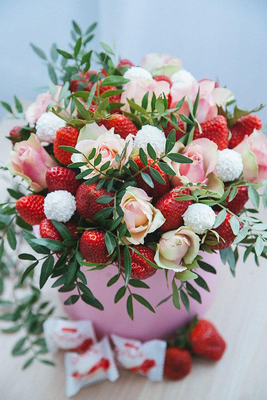 Букет с розами и Raffaello