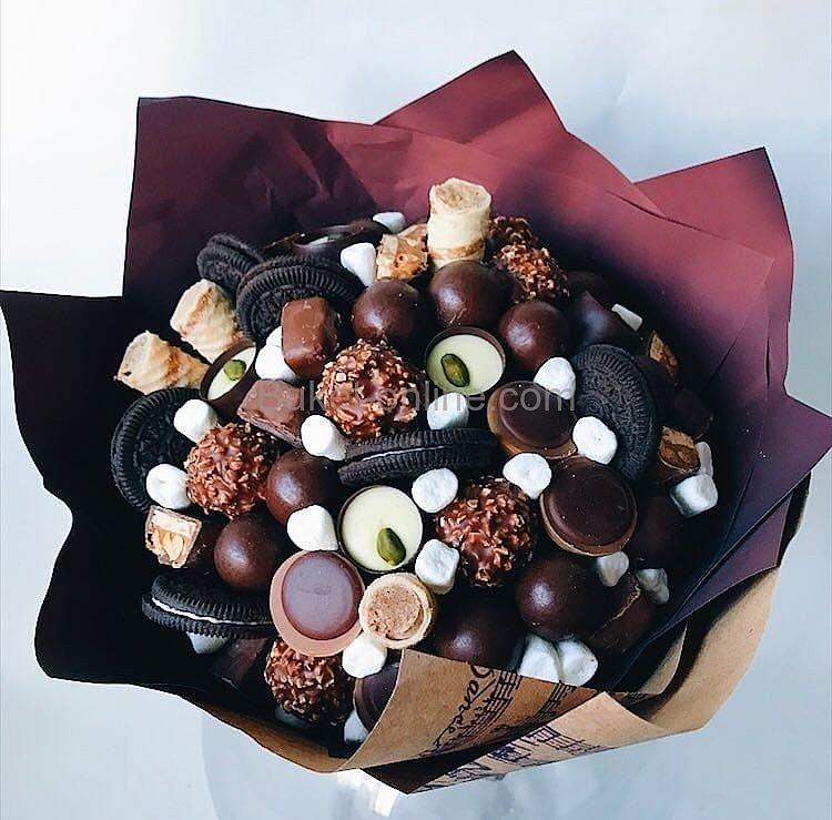 Букет с конфетами и печеньем