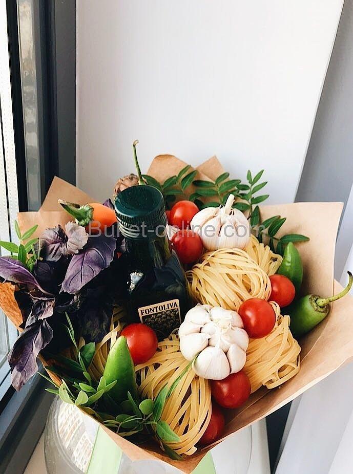 Итальянский букет с пастой, травами и оливковым маслом