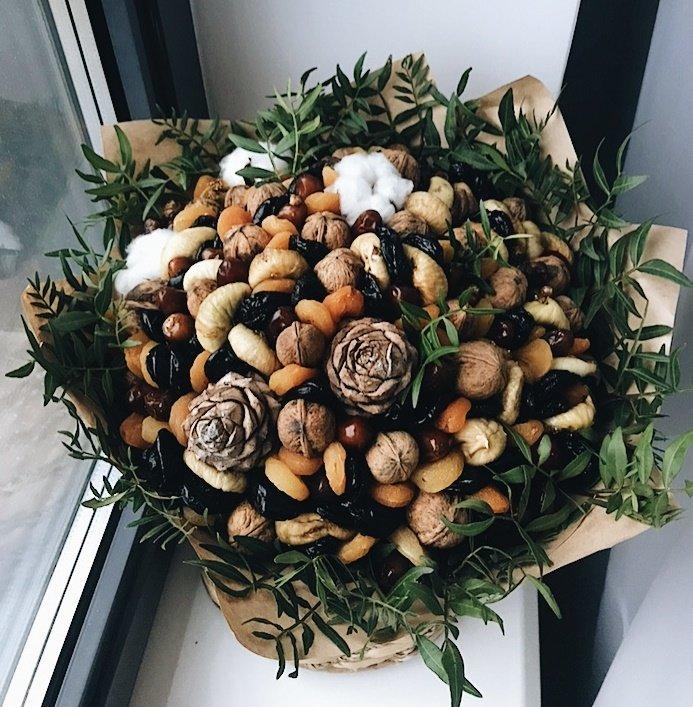 Букет из сухофруктов и орехов 188